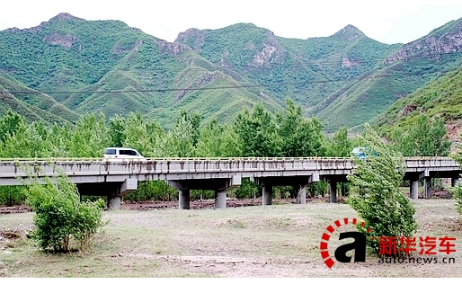 小坝子乡如今绿树成荫的景色