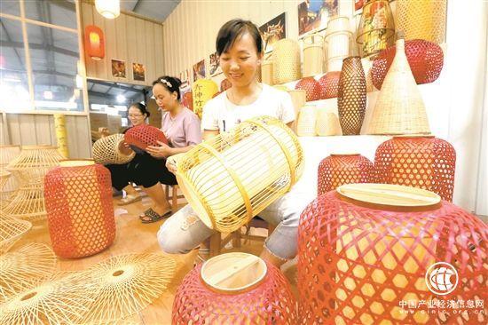 四川青神县:竹制品编出百亿元大产业