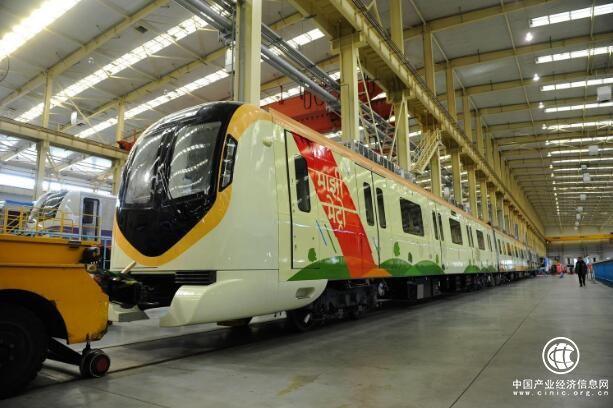 中车大连公司出口印度地铁首列车下线